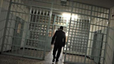 Photo of Selfie in carcere dei boss: sequestrati tre cellulari a Poggioreale e Benevento