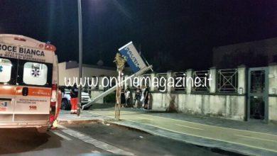 Photo of Castellammare, auto contro insegna luminosa della Polizia (LE FOTO)