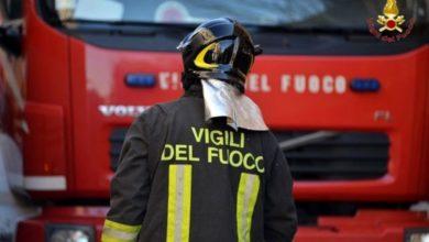 Photo of Castellammare, cadono calcinacci da un palazzo: solo tanta paura