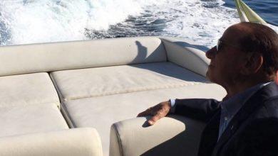 "Photo of Berlusconi arriva ad Ischia, i terremotati: ""Ci aiuti"""