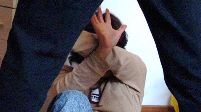 Procida, botte alla compagna incinta: la donna ha perso il bambino