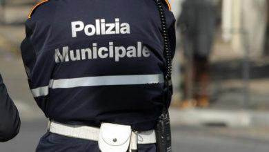 Photo of Salerno. Si spoglia e picchia i vigili urbani: bloccato