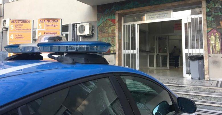 Castellammare, bimbo di otto anni cade nel vuoto