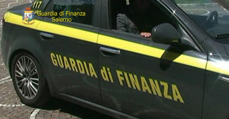 c6389193ead5 ... soggetto di nazionalità italiana residente in città in possesso di vari capi  di abbigliamento ed accessori contraffatti di rinominate griffe del settore  ...