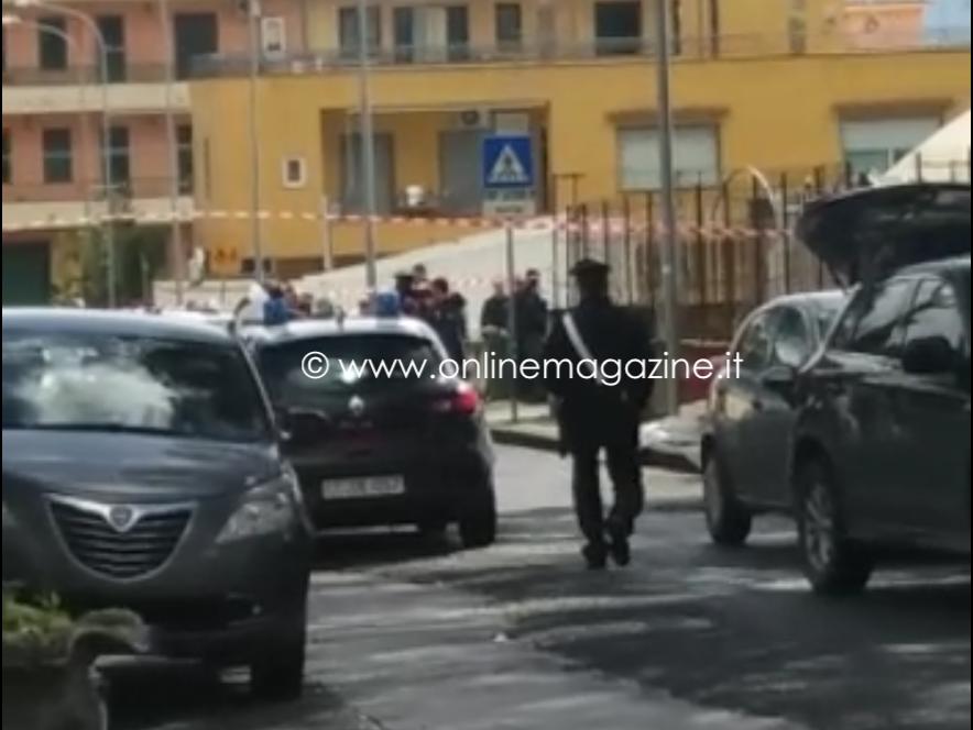 Donna uccisa davanti scuola elementare nel Napoletano