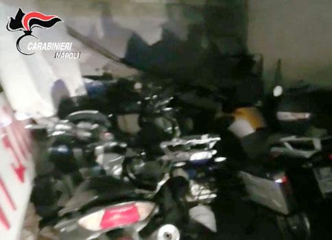 Photo of Napoli. Auto e moto di lusso rubate e parcheggiate nel box di un meccanico: ai domiciliari 34enne ghanese