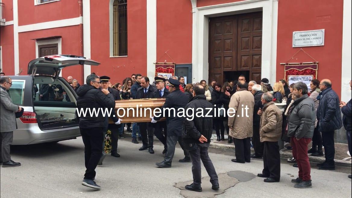 Photo of Terzigno. Pochi amici salutano Pasquale, il marito assassino