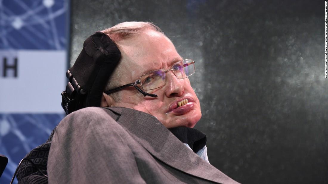Photo of E' morto lo scienziato Stephen Hawking: divenne famoso per la teoria dei buchi neri e l'origine dell'universo
