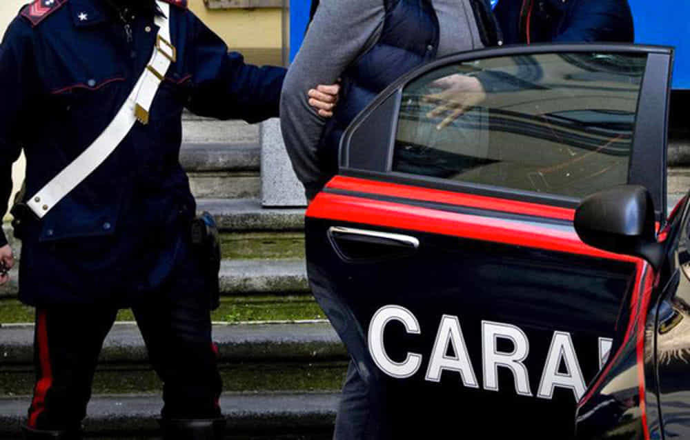 Photo of Ricercato perde i documenti e va in caserma: arrestato mentre fa la denuncia