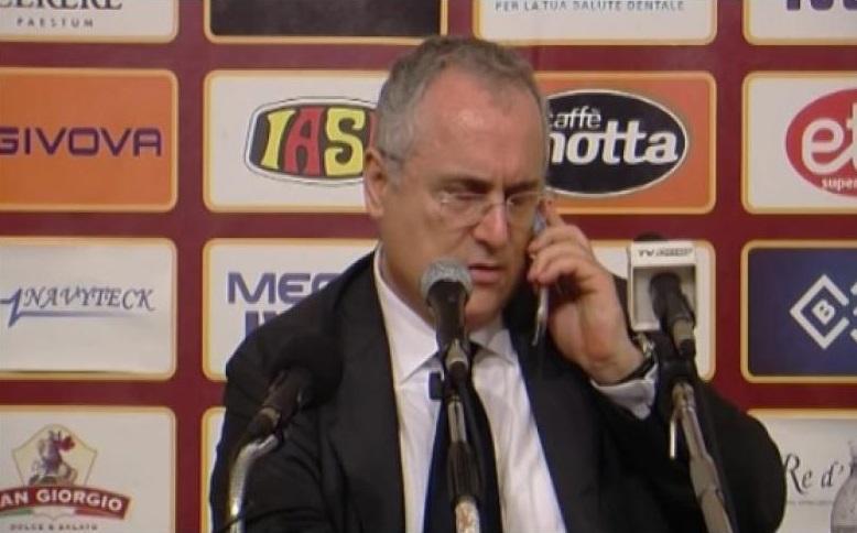 Photo of Salernitana in crisi? No problem, ci pensa Lotito: da Roma convocato un prete per far benedire la squadra