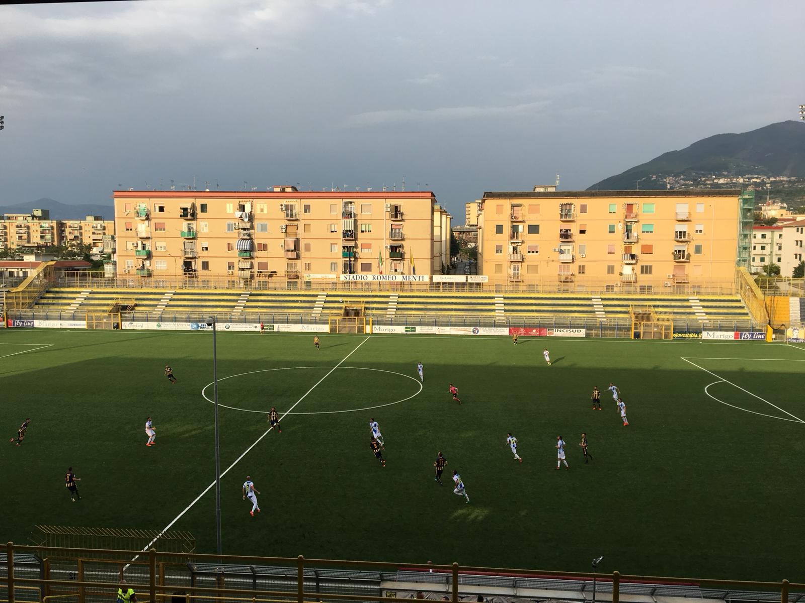 """Photo of Mastalli fa esplodere il Menti, il """"derby della fratellanza"""" è gialloblù"""