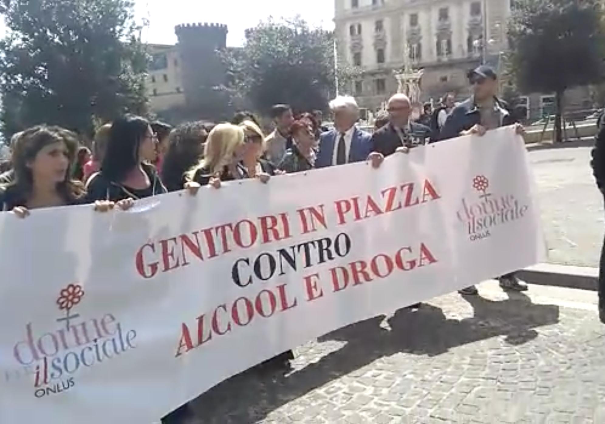 Photo of Napoli. Genitori in piazza contro alcol e droghe in memoria di Nicola Marra