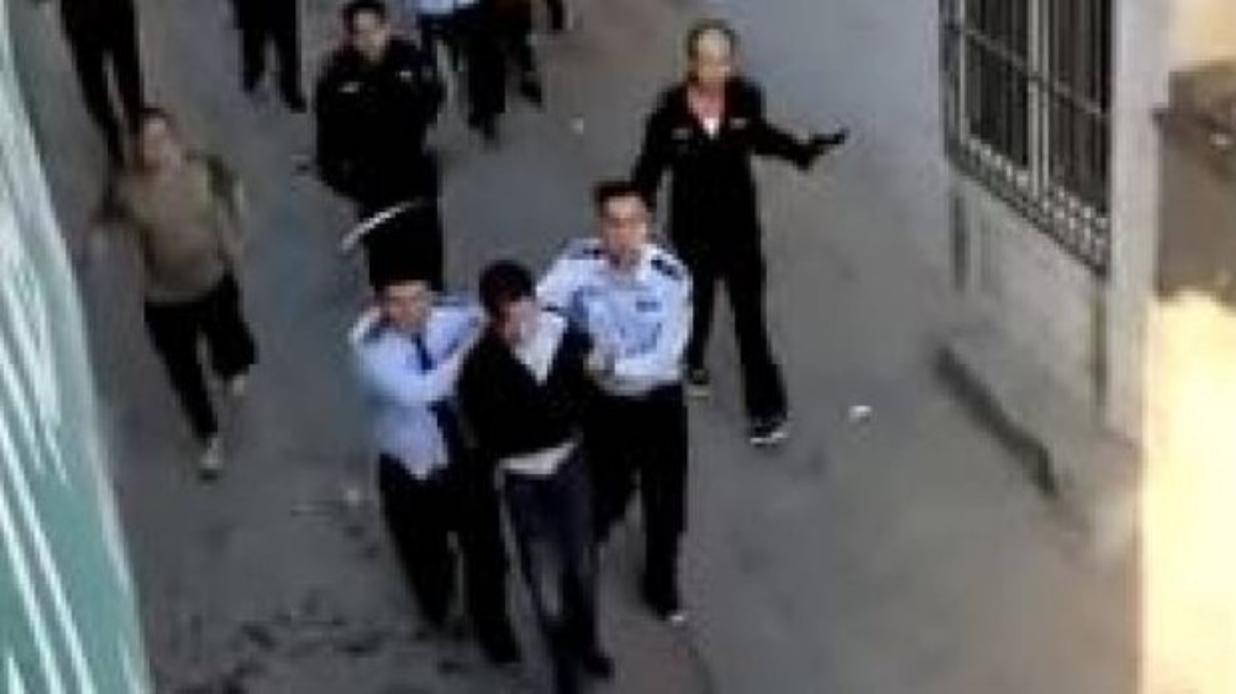 Photo of Tragedia in Cina, entra in una scuola si scaglia contro i ragazzi: 9 morti e 10 feriti (IL VIDEO)
