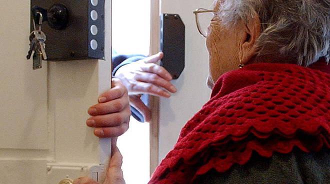 Photo of Truffe ad anziani: denunciati padre e figlio napoletani