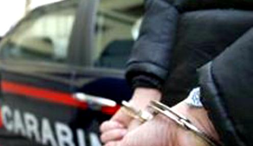 Photo of Volla, minaccia di morte la moglie e tenta di aggredirla: arrestato