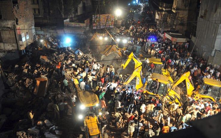 Photo of Crolla hotel in India: sono almeno dieci i morti