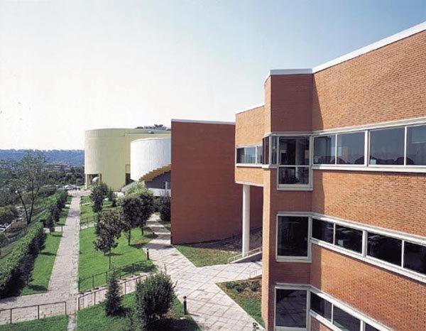 Tragedia all'università, giovane studentessa si suicida lanciandosi dal tetto