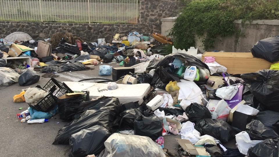 Photo of Castellammare. Nuova discarica abusiva, il Savorito diventa ricettacolo di rifiuti