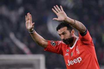 Photo of Juventus, Buffon nella storia: 648 presenze in A, battuto il record di Maldini