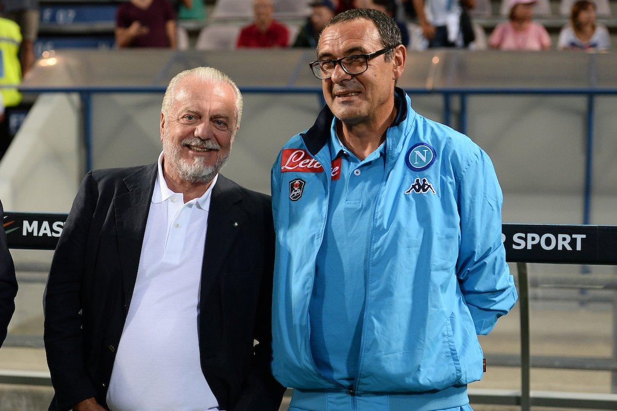"""Photo of Napoli, De Laurentiis attacca Sarri: """"In tuta e bestemmia, sono curioso di capire come si adatterà allo stile Juve"""""""