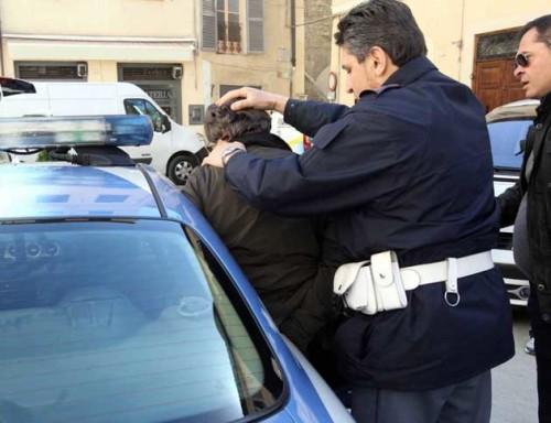 Photo of Salerno, 50enne sorpreso a spacciare: arrestato
