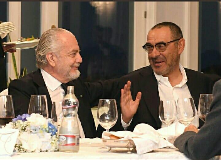 Photo of Napoli, sorrisi e scherzi tra Sarri ed ADL alla cena di fine anno: che sia il preludio ad una permanenza?