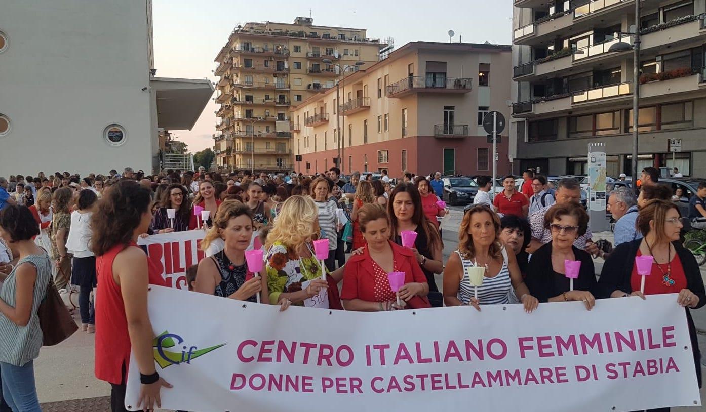 Photo of Castellammare. Fiaccolata di solidarietà per la 12enne stuprata, la città dice NO alla violenza