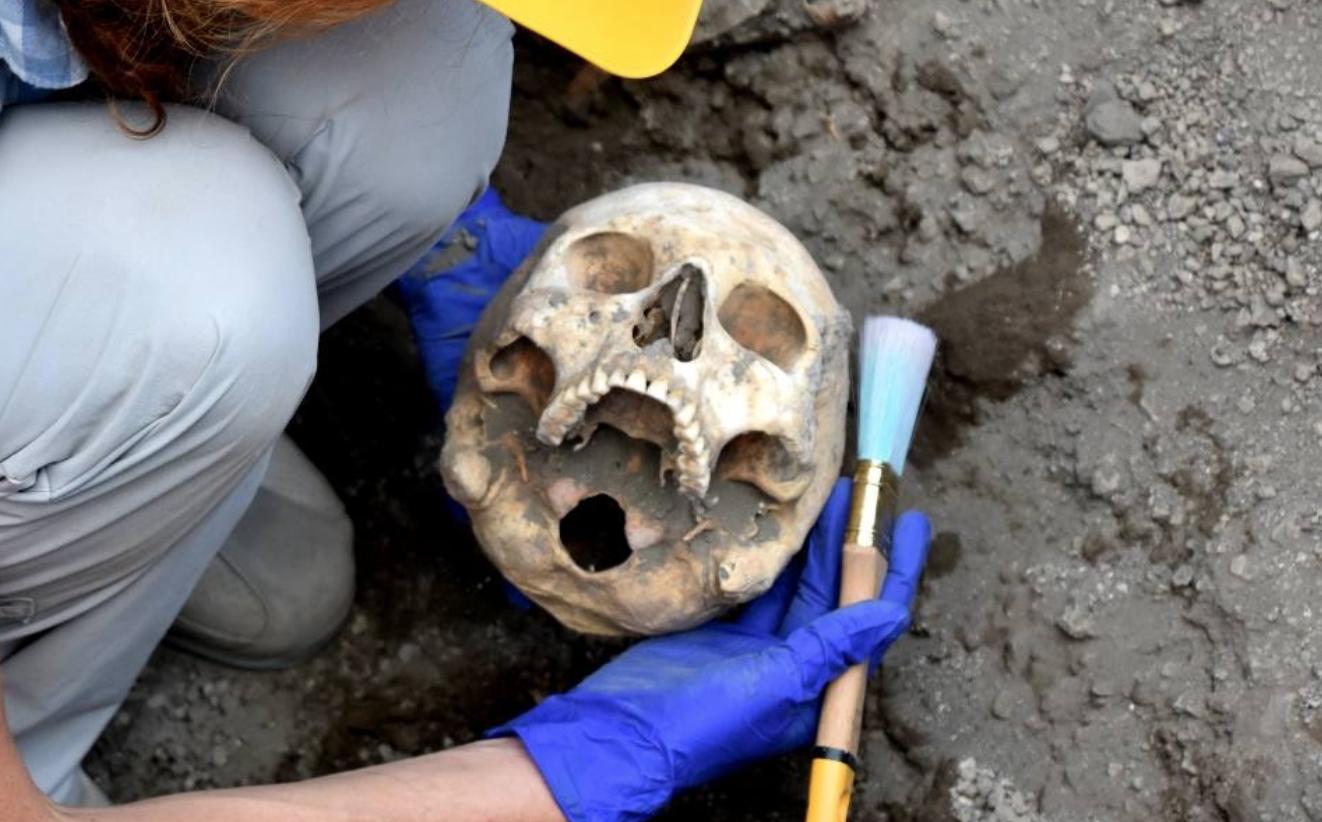 Photo of Pompei. Scavi della Regio V: ritrovato il cranio del fuggiasco (LE FOTO)