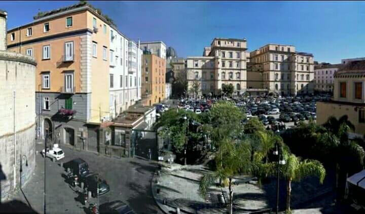 Photo of Napoli, i tecnici tentano di eseguire il distacco di elettricità, ma gli abusivi minacciano il suicidio