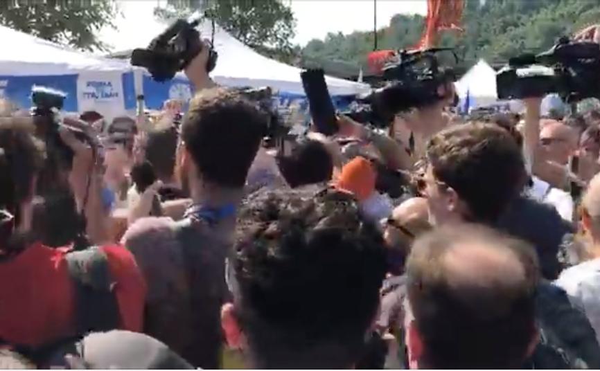 Photo of Bagno di folla per Salvini al raduno di Pontida