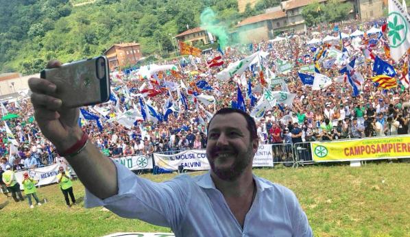 """Photo of Slitta la """"Pontida del Sud"""", rinviata la manifestazione della Lega in Campania"""