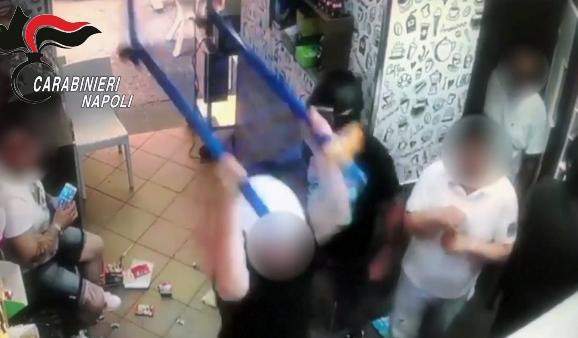 Photo of Napoli. Raid punitivo contro un bar: in manette boss della Sanità (VIDEO)