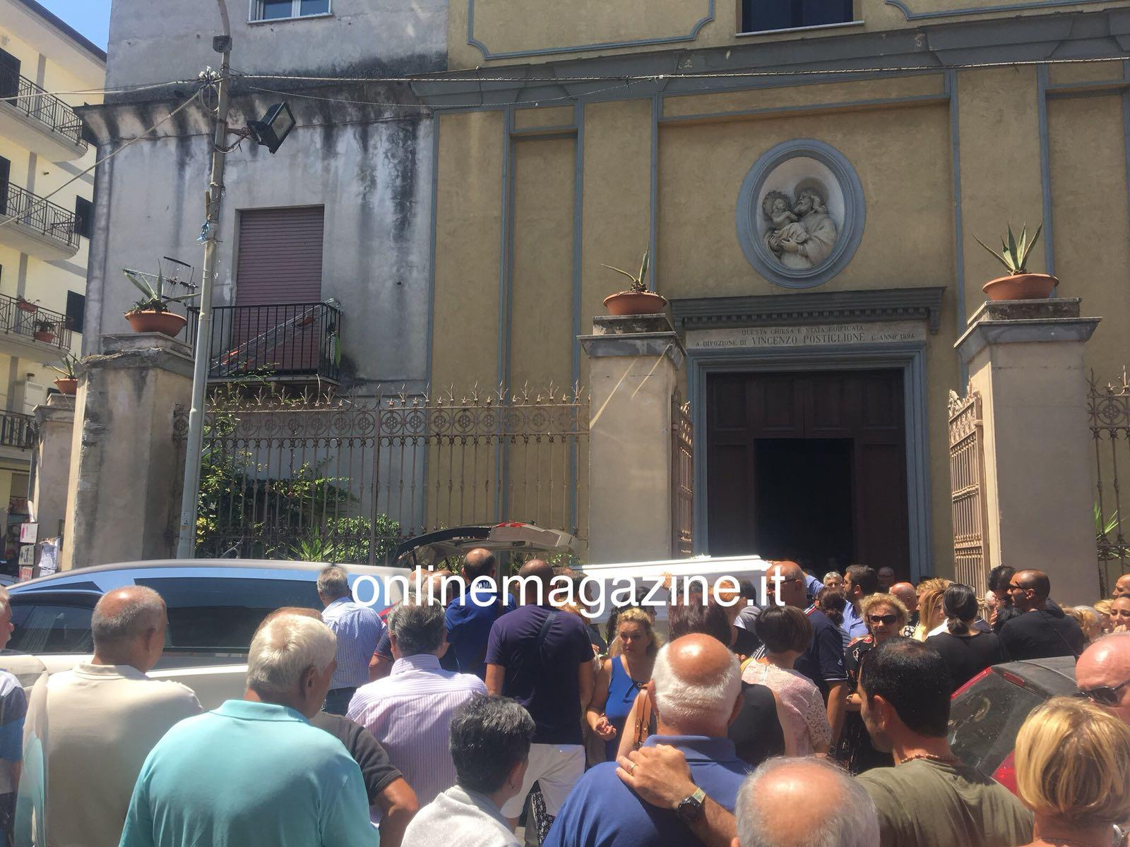 Photo of Castellammare. Una chiesa gremita saluta Nicola, morto a seguito dell'incidente di via Acton