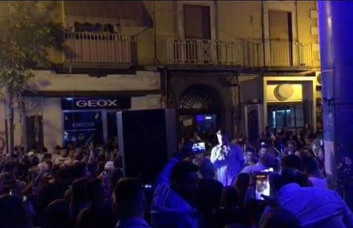 Photo of Castellammare, scattano multe pet serenata neomelodica: la città si spacca in due