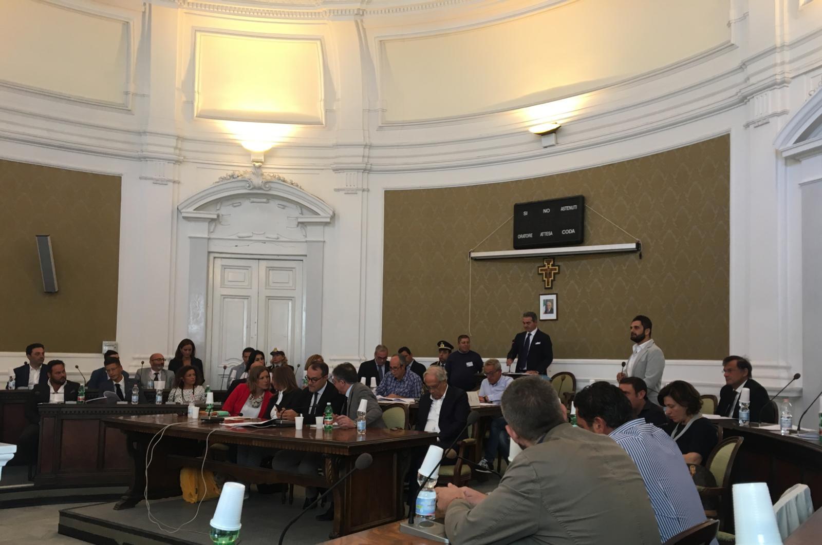 Photo of Castellammare. Aggressioni ad anziani, l'intero consiglio comunale chiede l'intervento del Prefetto