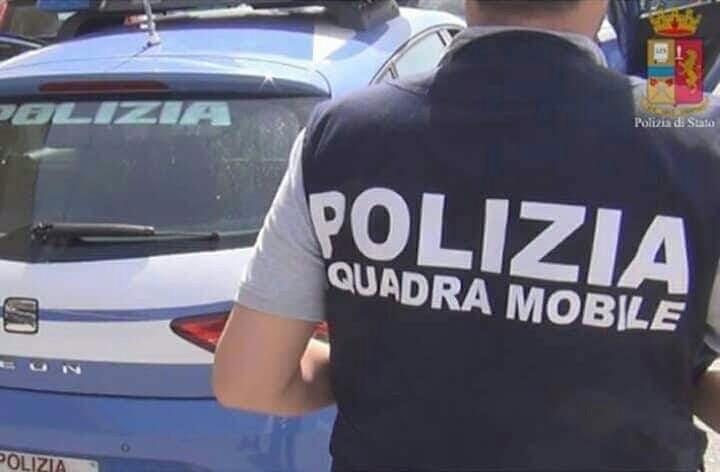 Photo of Napoli. Migranti rapinano turista a piazza Garibaldi: inseguiti e arrestati