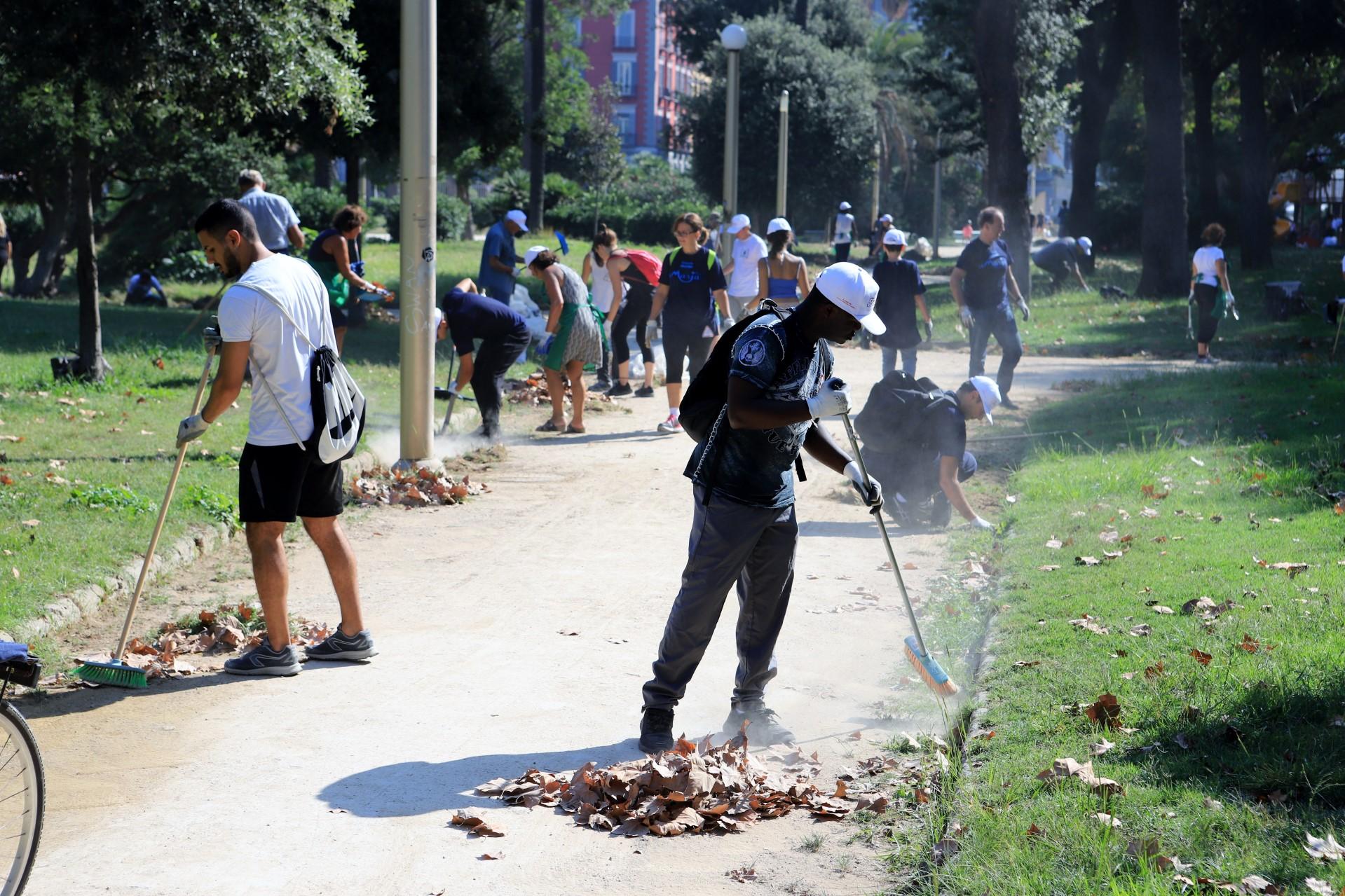 Photo of Napoli. 250 volontari ripuliscono la Villa: raccolta una tonnellata di rifiuti