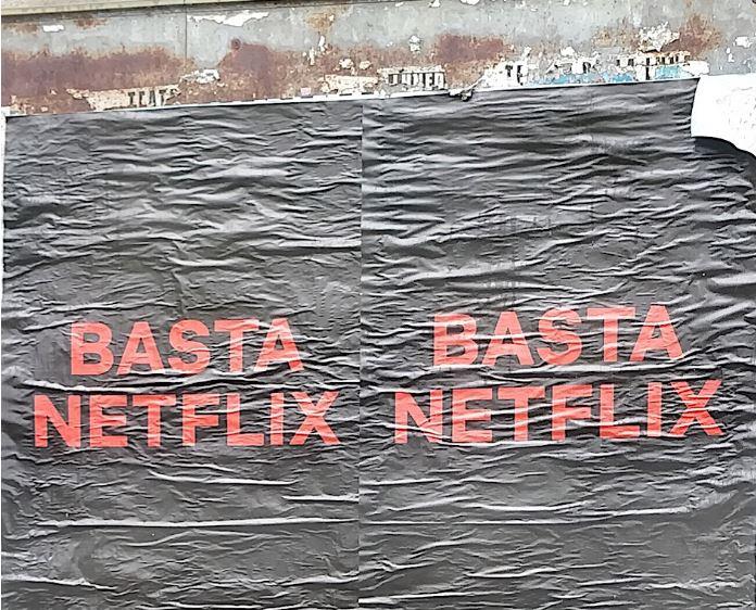 Photo of Basta Netflix, il mistero delle affissioni comparse a Milano