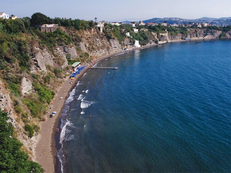 Photo of Riaperto il tratto di spiaggia a Procida dopo il crollo del costone