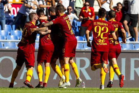 """Photo of Roma, la vittoria nel derby ha un'importanza """"Capitale"""": battuta la Lazio 3-1"""