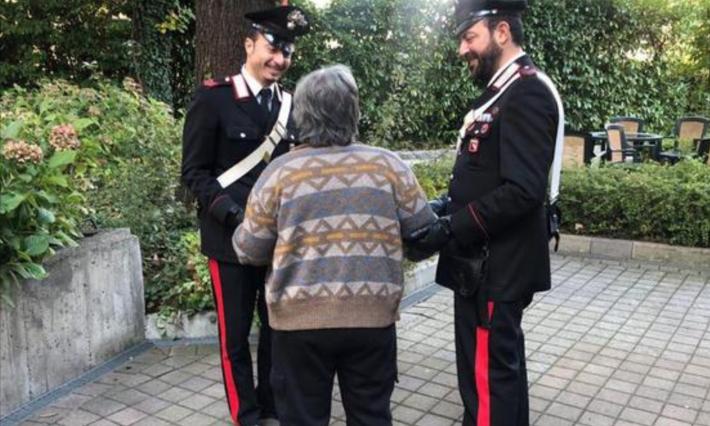 """Photo of Si sente sola e chiama i carabinieri: """"Venite presto, ho bisogno di aiuto"""""""