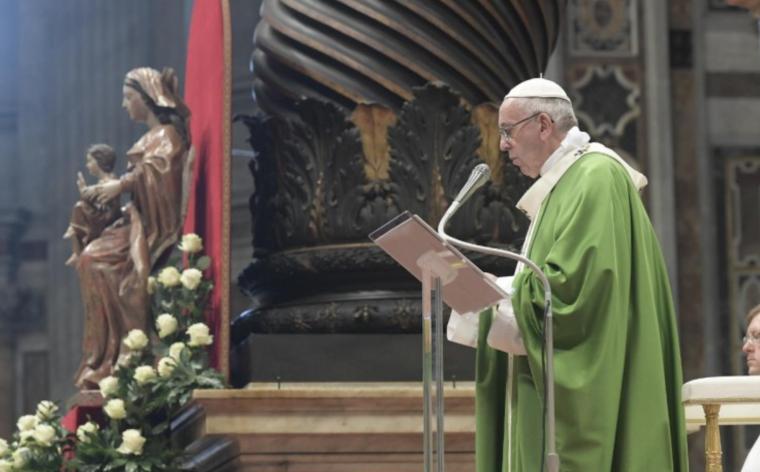 """Photo of Il Papa: """"Chi costruisce muri resta prigioniero, solo con i ponti si va avanti"""""""