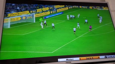 Photo of Litigano mentre vedono in tv Udinese-Juventus: in fin di vita 52enne