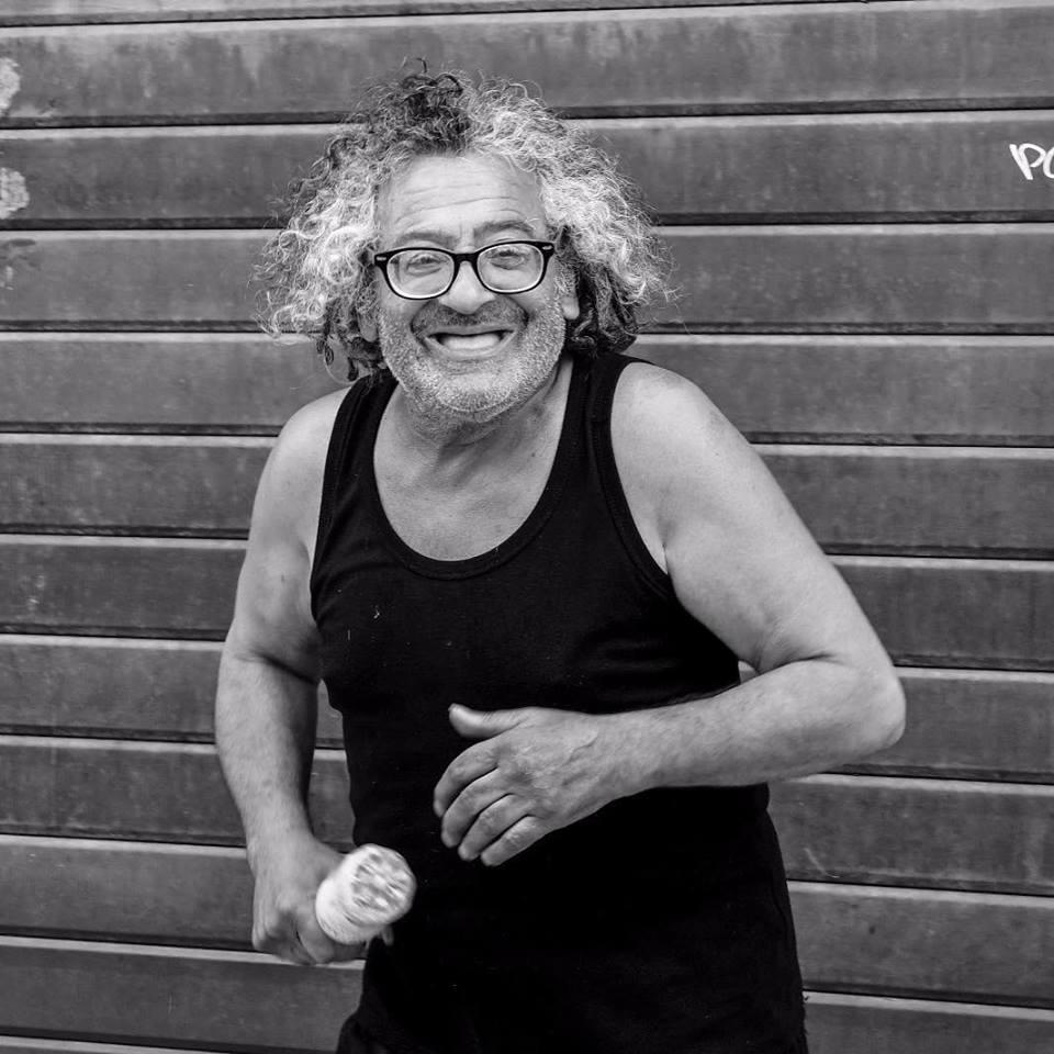 Photo of Tony Marino: la spensieratezza di un uomo che è diventato il mito di Reggio Calabria