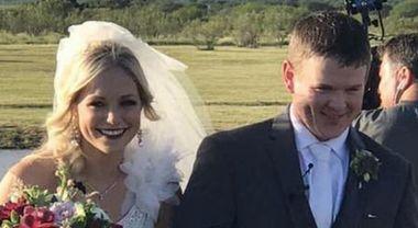Photo of Il loro elicottero si schianta dopo due ore dal matrimonio: due sposini perdono tragicamente la vita