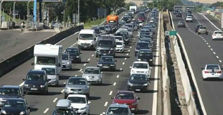 Photo of Tutti pazzi per il Black Friday: lunghe code in autostrada
