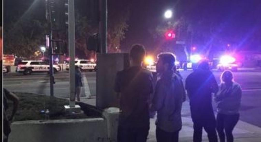 Photo of Entra in un locale e inizia a sparare contro i clienti: diversi feriti