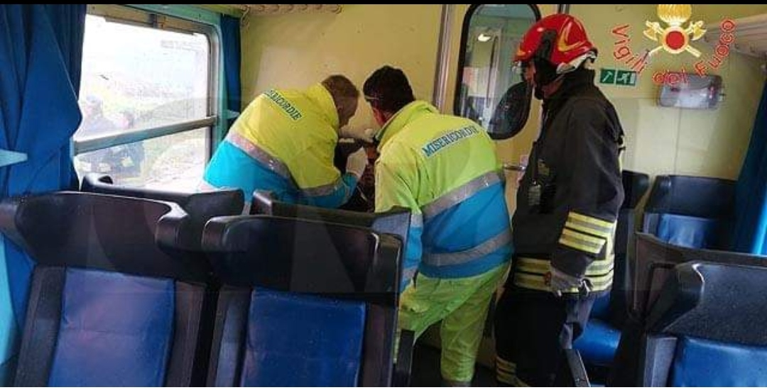 Photo of Maltempo. Una tromba d'aria investe un treno in corsa: passeggeri feriti