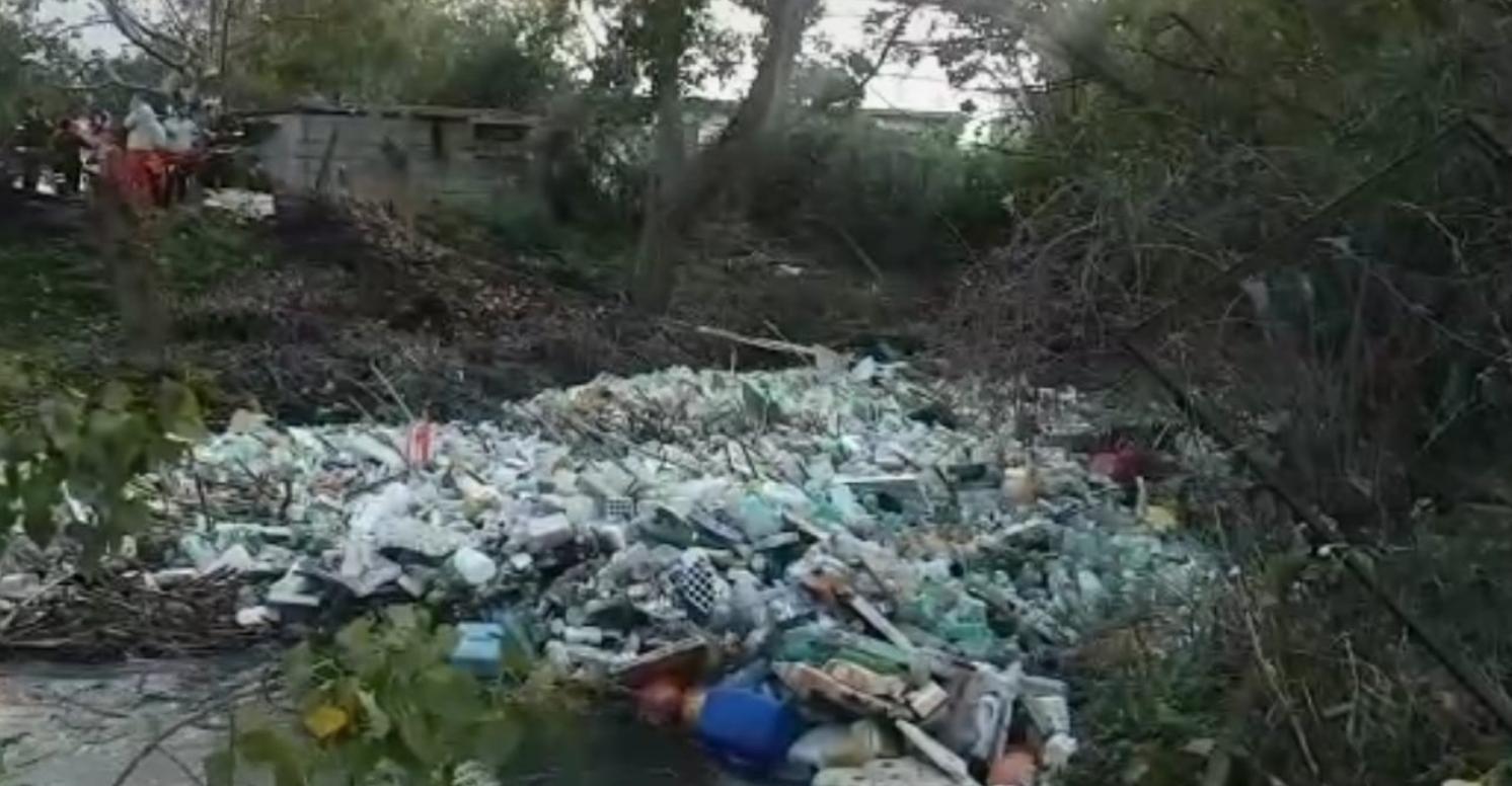 Photo of Il Sarno invaso dalla plastica, in corso operazioni di pulizia