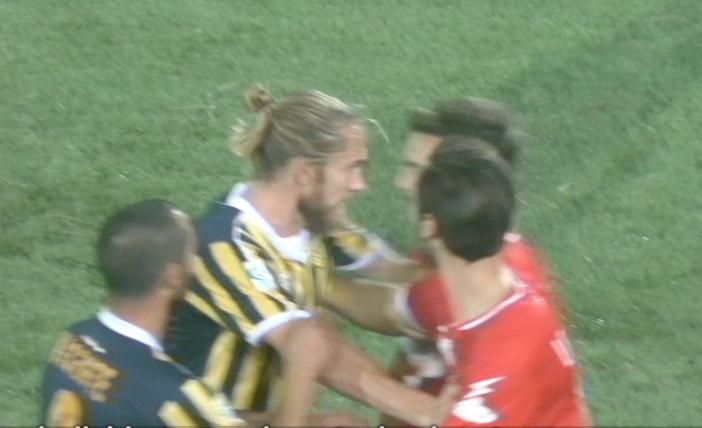 Photo of Juve Stabia. Il derby con la Casertana si infiamma, risse tra calciatori e sputi: entrambe le società rischiano sanzioni